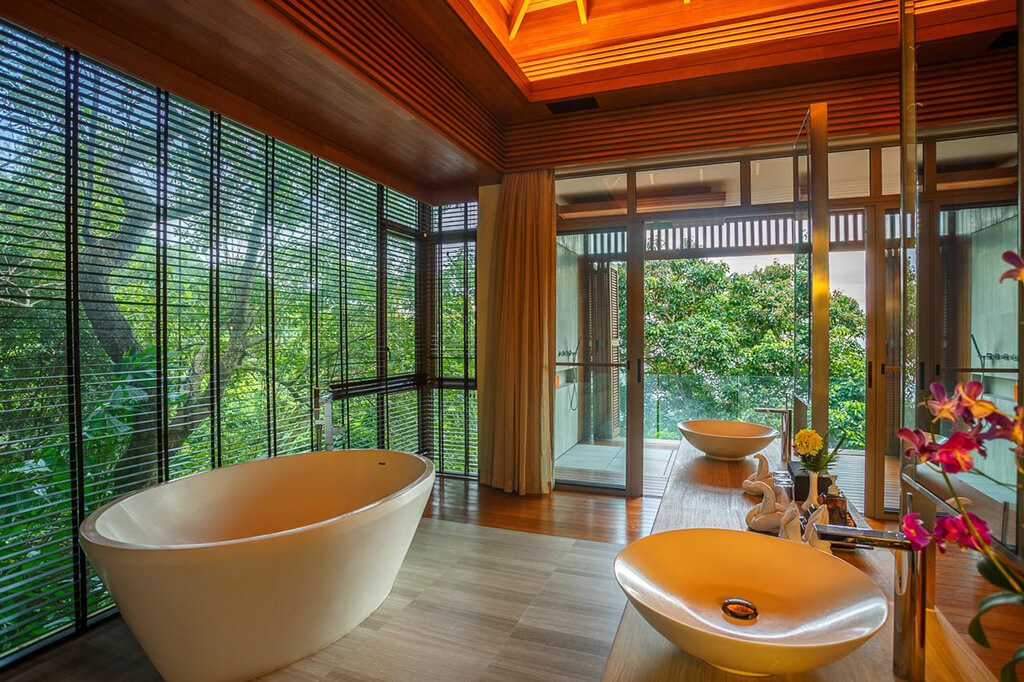 Baan Banyan - Suite Room 2 ensuite bath with a view