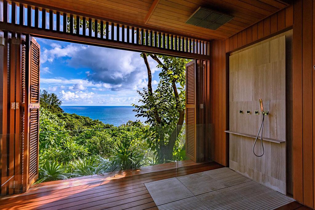 Baan Banyan - Suite Room 1 outdoor shower with ocean view