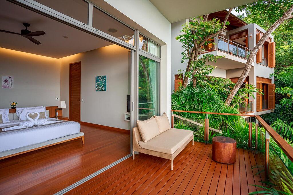 Baan Banyan - Suite Room 3 interior and balcony
