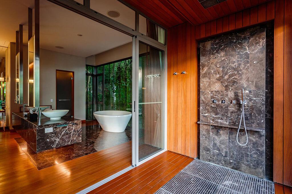 Baan Banyan - Suite Room 4 ensuite and outdoor shower