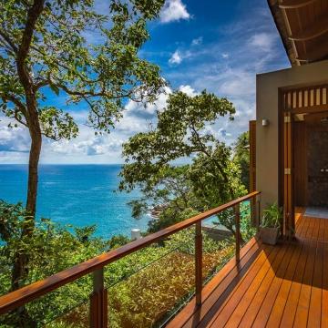 Baan Banyan - Suite Room 1 balcony with outdoor shower