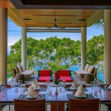Baan Banyan - Poolside dining